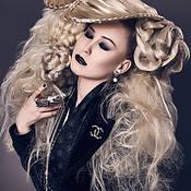 Beauty Draws Us With A Single Hair (HvE-20150826-1534)