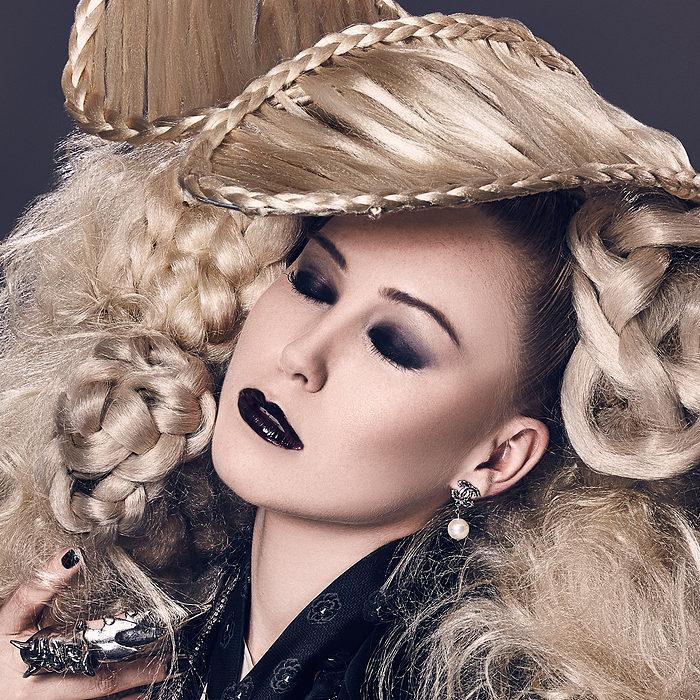 Beauty Draws Us With A Single Hair (HvE-20150826-1534-2)